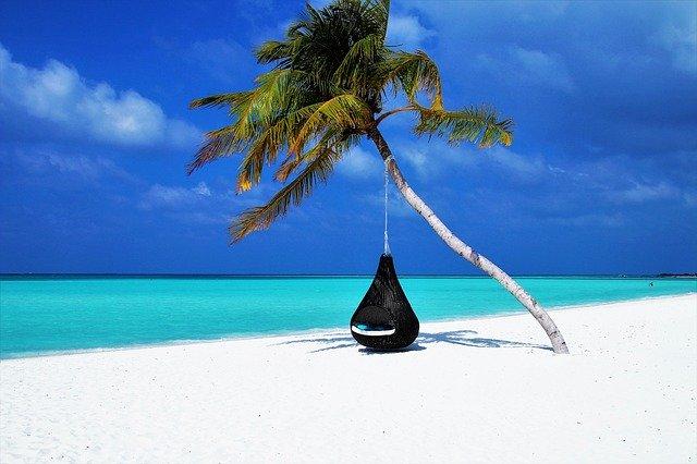 cielo azul en la playa