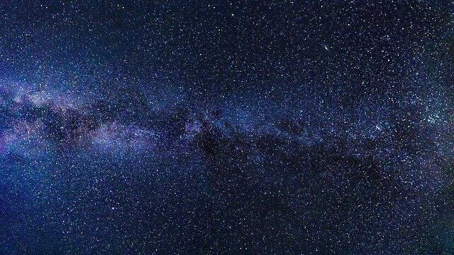 atmósfera estrellada con cielo azul