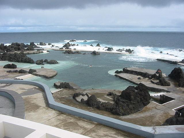 piscina ecológica con vista